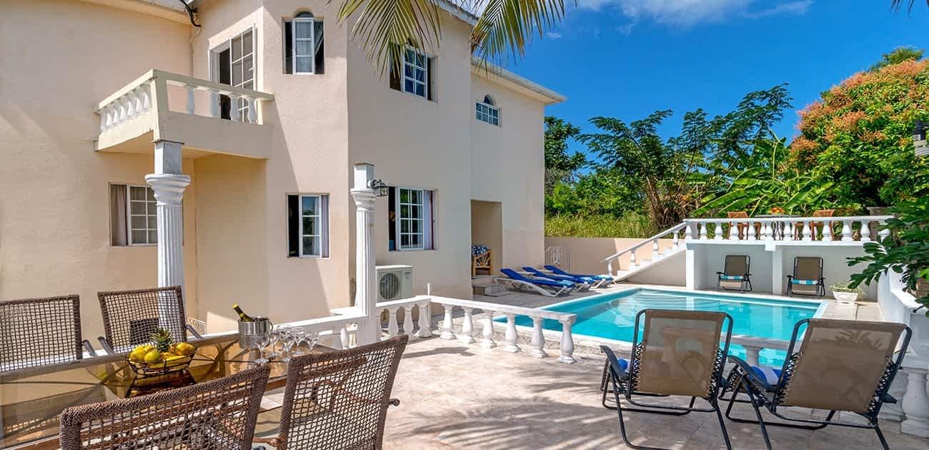 Jamaica villa with staff, beach and pool
